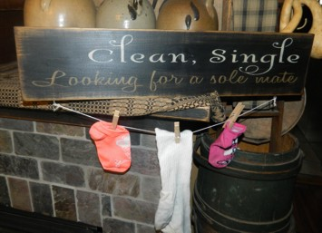 CLEAN SINGLE LOOKING FOR A SOLE MATE PRIMITIVE SIGN SIGNS