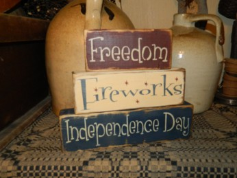 FREEDOM FIREWORKS INDEPENDENCE DAY PRIMITIVE AMERICANA BLOCK SIGN SIGNS